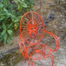 Antigüedades: PRECIOSA SILLA O SILLON DE JARDIN EN HIERRO FORJADO VINTAGE. Lote 101167347