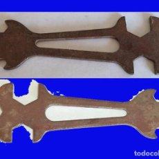 Antigüedades: ANTIGUA LLAVE MULTIUSOS CON 6 PASOS MIDE 13,5/ 4,5 CM. . Lote 101327091