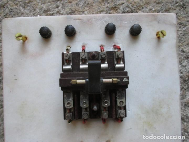Antigüedades: ANTIGUO CUADRO ELECTRICO FABRIL DE PARED EN MARMOL, BAKELITA Y PORCELANA 42*25CM HACIA 1940 + INFO - Foto 3 - 101405371