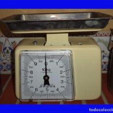 Antigüedades: PESO DE COCINA STUBE ALEMANIA ESCALA DE 0 A 10 KG. CON BANDEJA LA BANDEJA MIDE 24/16/3. Lote 101409595