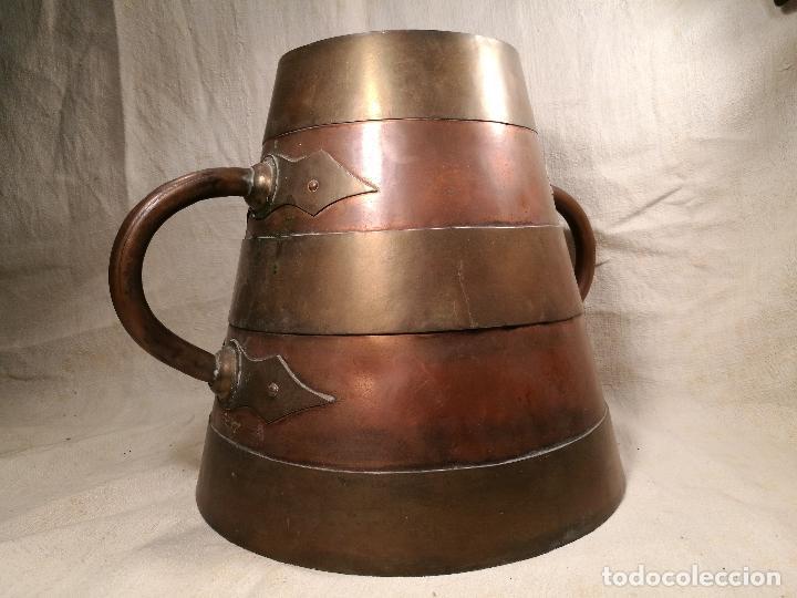 Antigüedades: GRAN MESURA-MEDIDA DE GRANO, SELLA BALDE AÑO 1900.EN COBRE Y LATON CELEMIN-CUARTERA-FANEGA - Foto 3 - 101469203