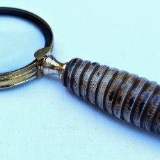 Antigüedades: LUPA DE MANO METAL DORADO Y MARFILINA PARA ESCRITORIO. Lote 101475955