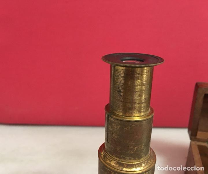 Antigüedades: Antiguo microscopio, en su caja original. Finales S. XIX, principios del XX - Foto 3 - 101515962