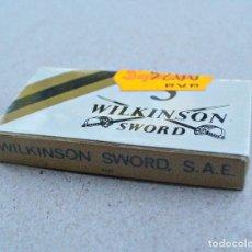 Antigüedades: ANTIGUA CAJITA DE HOJAS DE AFEITAR WILKINSON SWORD, IRUN, 5 HOJAS, NUEVA SIN ABRIR. Lote 101571287