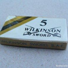 Antigüedades: ANTIGUA CAJITA DE HOJAS DE AFEITAR WILKINSON SWORD, IRUN, 5 HOJAS, NUEVA SIN ABRIR. Lote 101571391