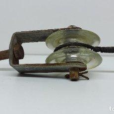 Antigüedades: ANTIGUO AISLADOR ELÉCTRICO DE CRISTAL. Lote 101945719