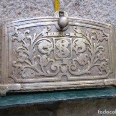 Antigüedades: ANTIGUA Y BELLA PUERTA DE HORNO COCINA EN BRONCE, COMIENZOS DEL XX SAGARDUI HIJOS BILBAO - 5 KILOS. Lote 102256827