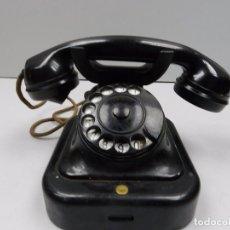 Teléfonos: ANTIGUO TELÉFONO DE BAQUELITA NEGRO AÑOS 40-50 AUTENTICO DE LA EPOCA BUEN ESTADO. Lote 102400627