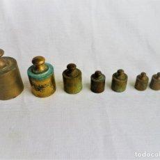 Antigüedades: JUEGO DE 8 PESAS DE BRONCE . Lote 102482979