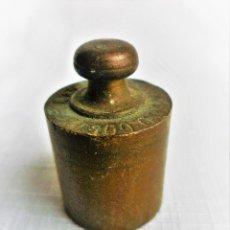 Antigüedades: PESAS DE BALANZA DE 100 GR. DE BRONCE. Lote 102483031