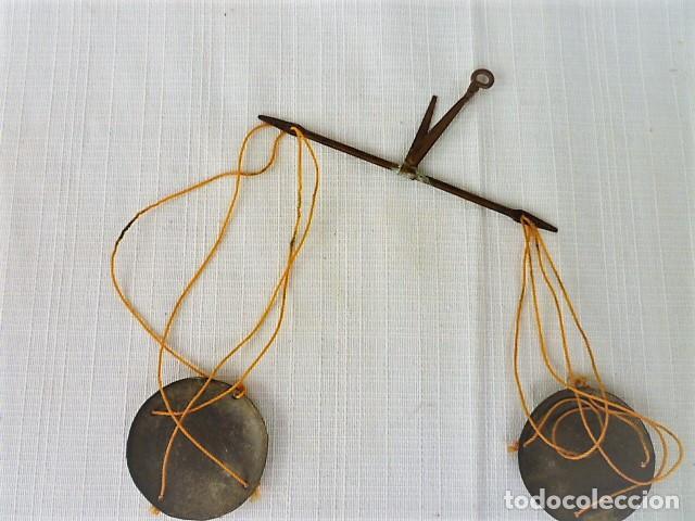 Antigüedades: BALANZA - ANTIGUA CAJA DE MADERA LABRADA PARA BASCULA - - Foto 3 - 102483319
