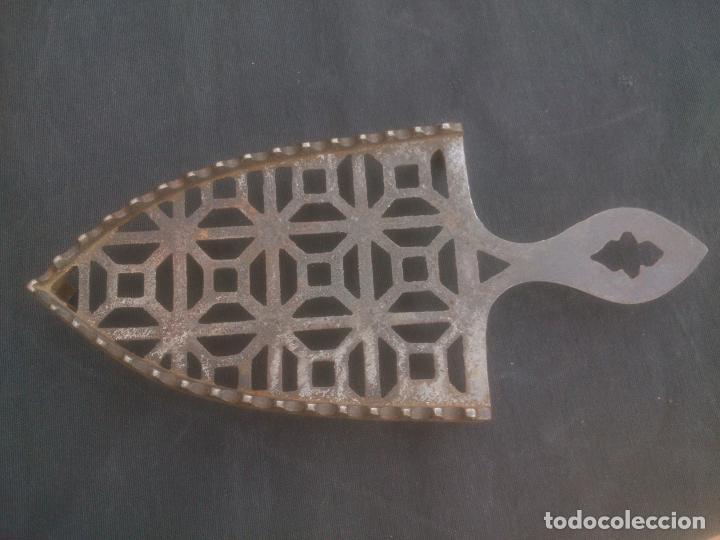 Antigüedades: Reposa planchas antiguo de hierro - Foto 2 - 132868667