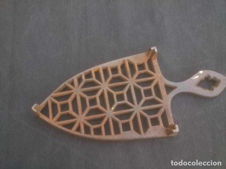 Antigüedades: Reposa planchas antiguo de hierro - Foto 3 - 132868667