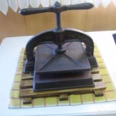 Antigüedades: PRENSA DE ENCUADERNACIÓN CON BASE DE MADERA. Lote 102590603