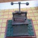 Antigüedades: PRENSA DE ENCUADERNACIÓN DECORATIVA PLAZA Y JANES. Lote 125427742