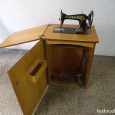 Antigüedades: MAQUINA DE COSER SINGER CON MUEBLE,SIN PATAS DE HIERRO.. Lote 204666052