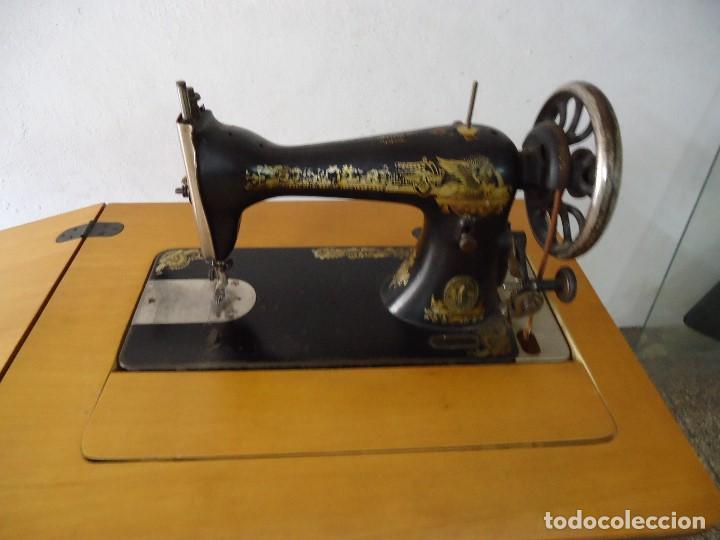 Antigüedades: Maquina de coser Singer con mueble modificado,sin patas de hierro. - Foto 2 - 102943115