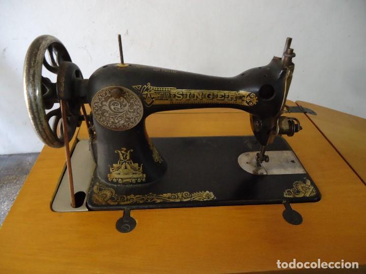 Antigüedades: Maquina de coser Singer con mueble modificado,sin patas de hierro. - Foto 3 - 102943115