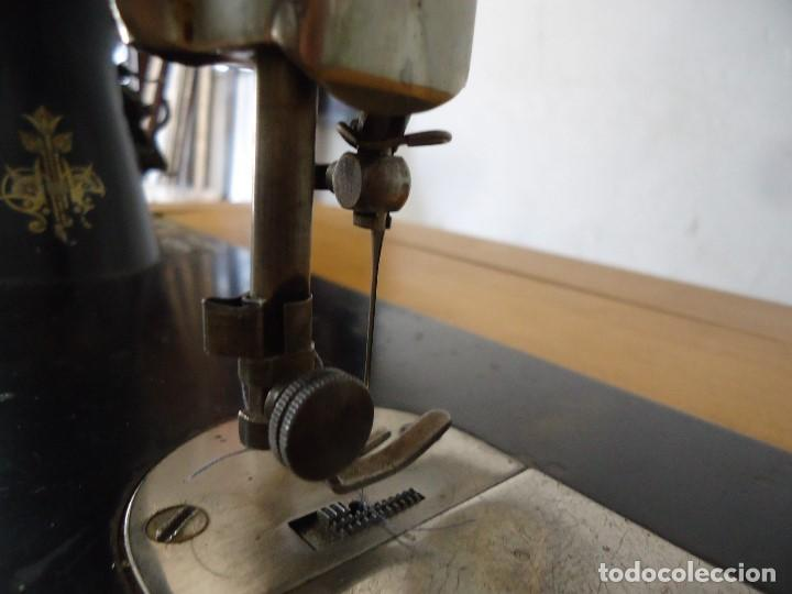 Antigüedades: Maquina de coser Singer con mueble modificado,sin patas de hierro. - Foto 6 - 102943115