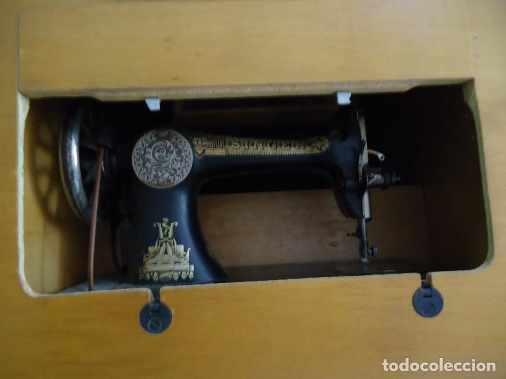 Antigüedades: Maquina de coser Singer con mueble modificado,sin patas de hierro. - Foto 9 - 102943115