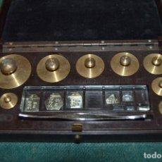 Antigüedades: ANTIGUO JUEGO DE PESAS DE BRONCE ¨W&J. GEORGE & BECKER LTD.¨ BAQUELITA.. Lote 103119119