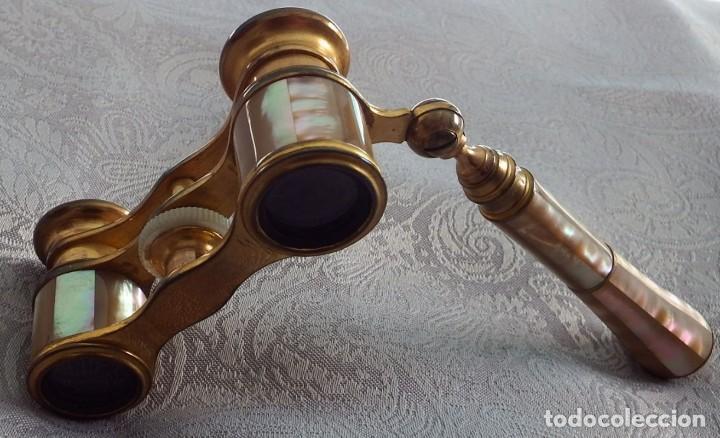 Antigüedades: PRISMÁTICOS BINOCULARES ANTIGUOS DE TEATRO EN NÁCAR CON MANGO - Foto 6 - 103130307