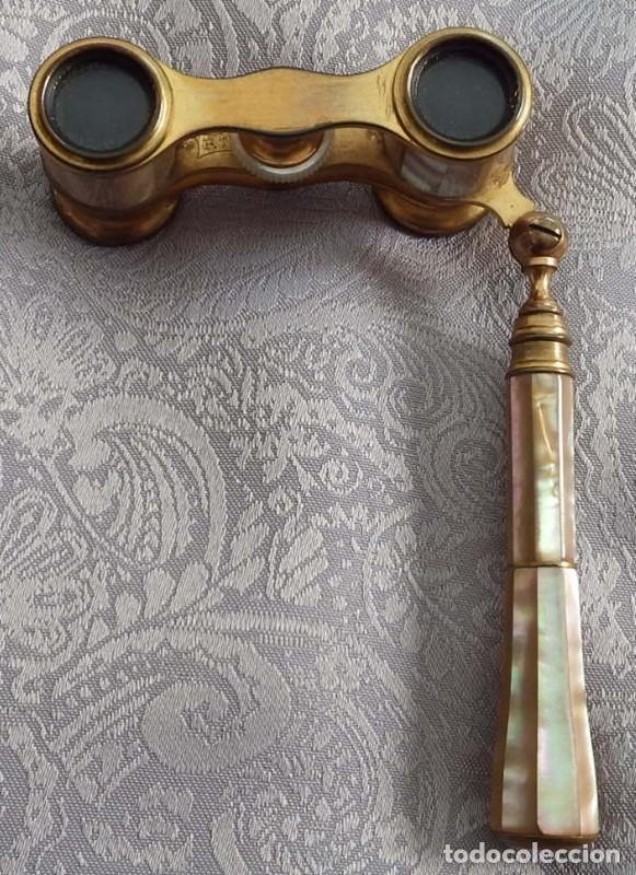 Antigüedades: PRISMÁTICOS BINOCULARES ANTIGUOS DE TEATRO EN NÁCAR CON MANGO - Foto 7 - 103130307