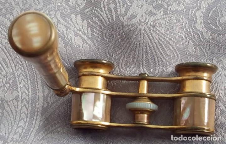 Antigüedades: PRISMÁTICOS BINOCULARES ANTIGUOS DE TEATRO EN NÁCAR CON MANGO - Foto 13 - 103130307