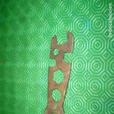 Antigüedades: LLAVE DE BICICLETA O MOTOCICLETA.14,5 CM.. Lote 79075345