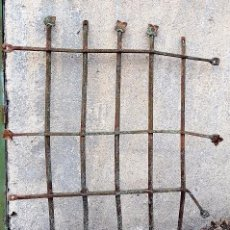 Antigüedades: REJA EN FORJA CON ROSETAS PARA RESTAURAR. SIGLO XVIII.. Lote 103288311