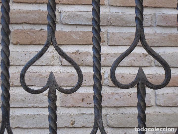 Antigüedades: REJA EN HIERRO MACIZO - FORJADO DE ESCUELA TOLEDANA - JULIO PASCUAL MARTIN. TOLEDO. FORJA. - Foto 5 - 103320055