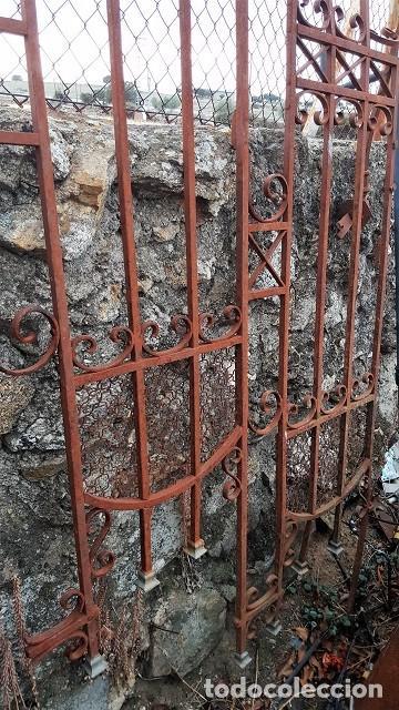 Antigüedades: Reja modernista de finales del s. XIX. De forma irregular. - Foto 2 - 103324203