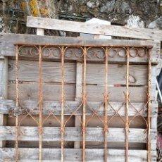 Antigüedades: PUERTA DE JARDÍN EN HIERRO AÑOS 20 MODERNISTA. . Lote 103324987