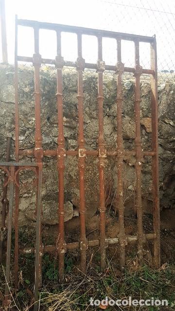 GRAN REJA DE FORJA DE 1800 CON ADORNO DE BOTONES. (Antigüedades - Técnicas - Cerrajería y Forja - Forjas Antiguas)