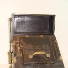 Antigüedades: MAQUINA DE REVELADO DE FOTOGRAFÍA EN CRISTAL - PRINCIPIOS SIGLO XX. Lote 103389571