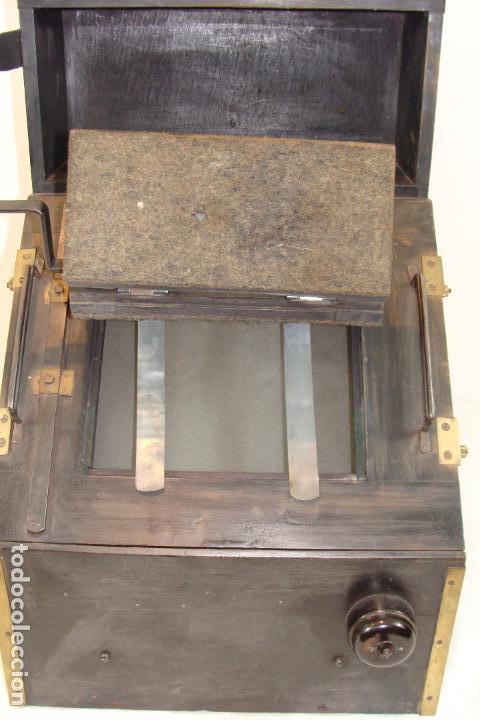 Antigüedades: Maquina de revelado de fotografía en cristal - Principios Siglo XX - Foto 3 - 103389571