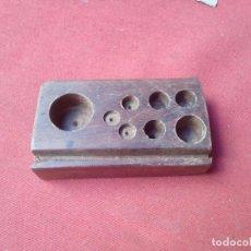 Antigüedades: MADERA PARA PESAS. Lote 103538487