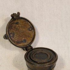 Antigüedades: PONDERAL DE VASOS ANILLADOS - PESAS ANTIGUAS DE BOTICARIO EN BRONCE . Lote 103558007