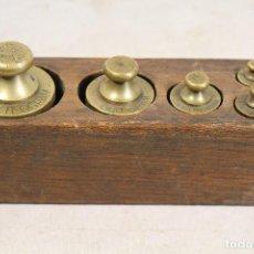 Antigüedades: JUEGO DE 5 PESAS - PONDERALES EN BRONCE PESAS EN BRONCE GRABADAS . Lote 103560847
