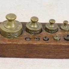 Antigüedades: JUEGO DE 9 PESAS GRABADAS- PONDERALES EN BRONCE . Lote 103562623