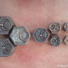 Antigüedades: GRAN LOTE DE 8 PESAS HEXAGONALES SELLADAS, VARIADAS DE DIFERENTES PESOS, PARA BALANZA.. Lote 103603303