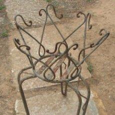Antigüedades: TRIPODE PARA MACETAS EN HIERRO FORJADO.ESPAÑA. Lote 103705087