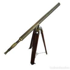 Antigüedades: TELESCOPIO DE LATÓN CON TRÍPODE EXTENSIBLE DE MADERA. Lote 103756135