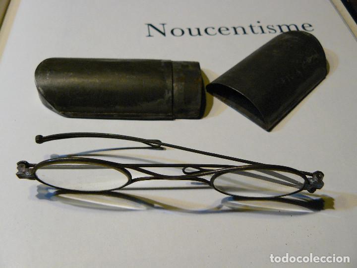 Antigüedades: GAFAS MUY ANTIGUAS DE PATILLAS PLEGABLES, DOS ARTICULACIONES - ESTUCHE ORIGINAL DE HOJALATA - Foto 7 - 103786775