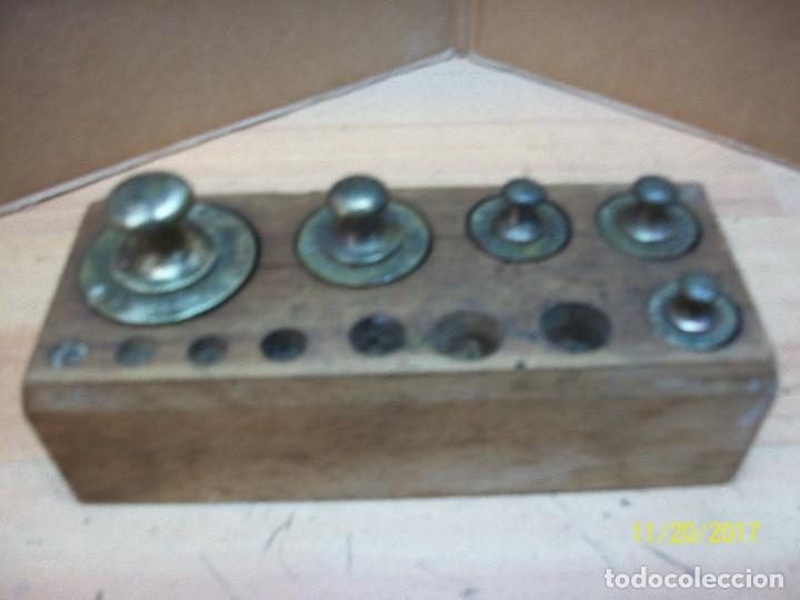 ANTIGUO TACO CON 5 PESAS DE BRONCE- (Antigüedades - Técnicas - Medidas de Peso Antiguas - Otras)