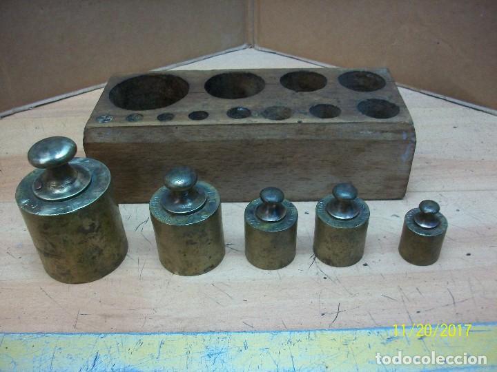 Antigüedades: ANTIGUO TACO CON 5 PESAS DE BRONCE- - Foto 3 - 103943951
