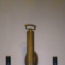 Antigüedades: APLIQUE DE METAL CLASICO DE 2 BRAZOS EN BUEN ESTADO. Lote 103971951