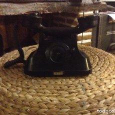 Teléfonos: ANTIGUO TELÉFONO DE BAQUELITA CON MANIVELA FUNCIONA. Lote 104105287