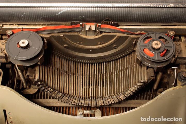 Antigüedades: Máquina de escribir Hispano Olivetti, modelo Lexicon 80 - Foto 3 - 104170379