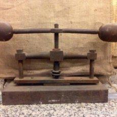 Antigüedades: ANTIGUA PRENSA DE LIBROS. Lote 104256375